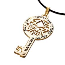 Amulets and Charms - Key of victory gold - Click here for more info