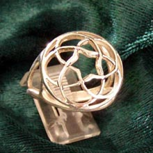 Amulets and Charms - Pentagramic Torus knot ring gold - Click here for more info