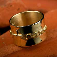 Amulets and Charms - Ring of Love gold - Click here for more info